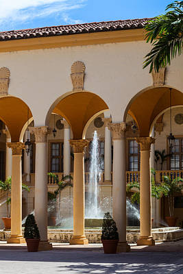 Photograph - Fountain And Columns At The Biltmore by Ed Gleichman