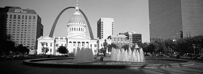 St. Louis Arch Photograph - Fountain In Front Of A Government by Panoramic Images