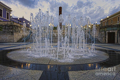 Taino Photograph - Fountain Of Plaza Del Quinto Centenario by George Oze
