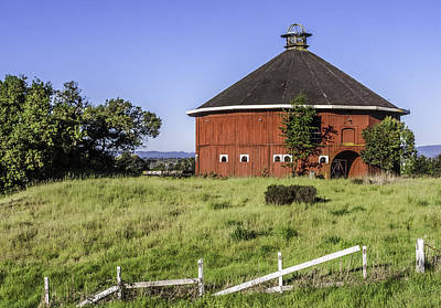 Photograph - Fountaingrove Round Barn by Karen Stephenson