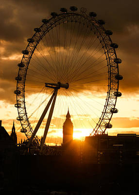 Framing The Sunset In London - The London Eye And Big Ben  Print by Georgia Mizuleva
