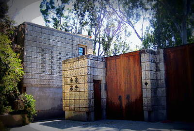 Photograph - Frank Lloyd Wright's Millard House Pasadena Ca by Jodie Marie Anne Richardson Traugott          aka jm-ART