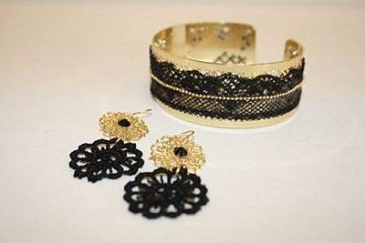 Free Shipping Set Idit Stern Gold And Lace Bracelet And Earrings Original by Idit Stern