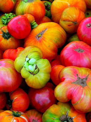 Photograph - Fresh Heirloom Tomatoes by Jeff Lowe