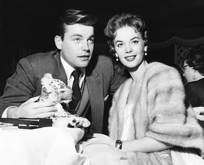 From Left Robert Wagner And Natalie Art Print