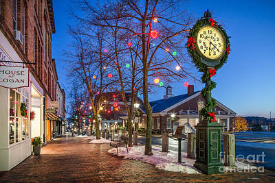 Christmas Holiday Scenery Photograph - Front Street Holiday Scene by Benjamin Williamson