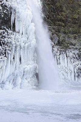 Pineapple - Frozen Pool at Horsetail Falls Oregon by Jit Lim