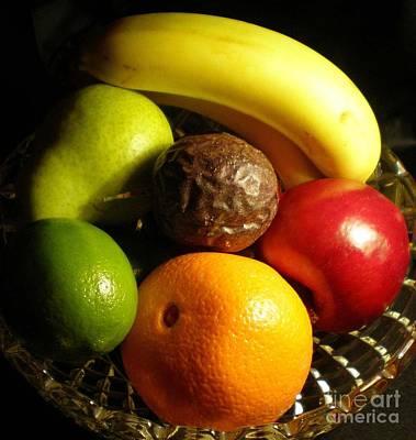 Fruit Bowl Print by Linda Provan
