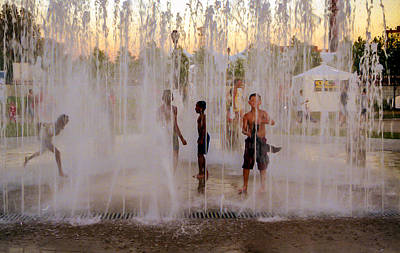 Photograph - Fun At The Fountain by Gene Sherrill