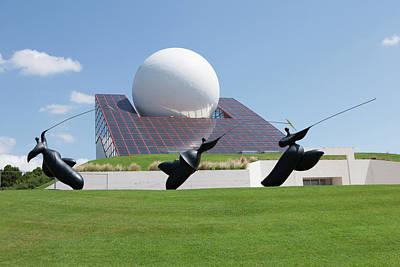 Futuroscope Pavillon And Statues Art Print by Pascal Goetgheluck/science Photo Library