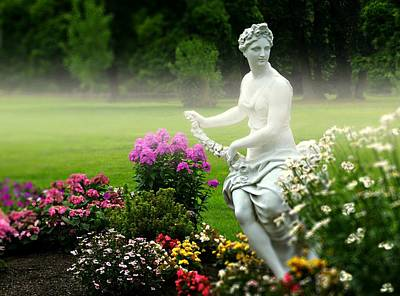 Port Chester Photograph - Garden Lady by Diana Angstadt