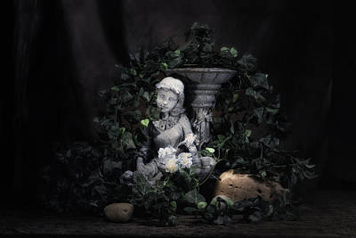 Statuary Photograph - Garden Maiden by Tom Mc Nemar