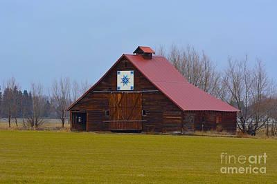 Block Quilts Photograph - Gardinier Farm Quilt Barn by Lisa  Telquist