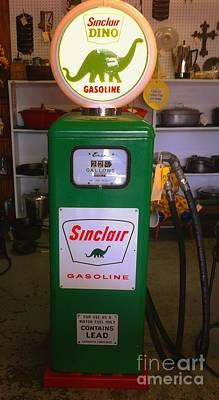 Photograph - Gas Pump Sinclair Vintage 1939 by Saundra Myles