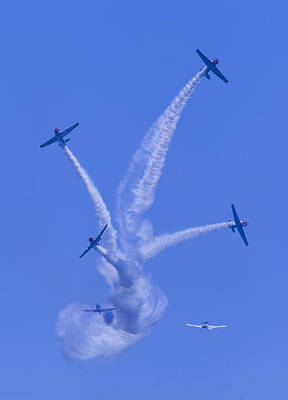 Photograph - Geico Skytypers Tree Of Smoke by Donna Corless