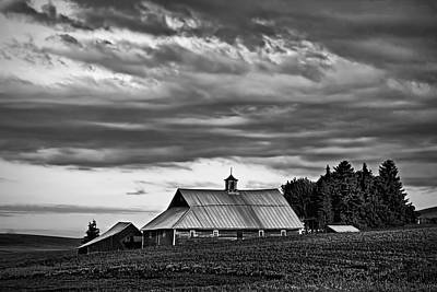 Contour Farming Photograph - Genesee Barn by Latah Trail Foundation