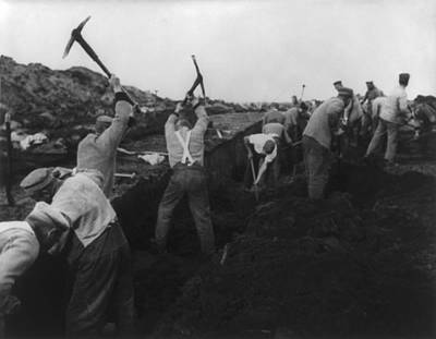 National Socialism Photograph - German Political Prisoners At Hard by Everett