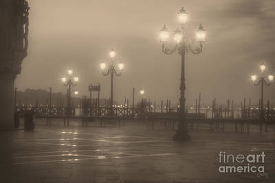 Photograph - Ghostly Photographers In Venice by Prints of Italy