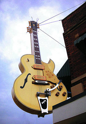 Photograph - Gibson Bigsby by Paul Mashburn