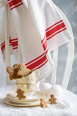 Vintage Teacup Photograph - Gingerbread Men At Christmas by Amanda Elwell