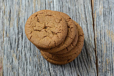 Ginger Snaps Photograph - Gingersnap Cookies For Christmas by Brandon Bourdages