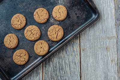 Ginger Snap Photograph - Gingersnap Cookies For Christmas On A Baking Pan by Brandon Bourdages