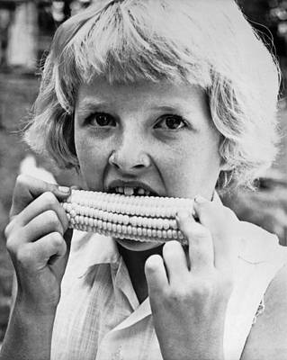 Girl Eating Corn On The Cob Print by Underwood Archives