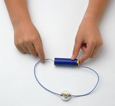 Electronics Photograph - Girl's Hands Connecting Wire With Battery by Dorling Kindersley/uig