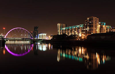 Night Scenes Photograph - Glasgow River Clyde by Grant Glendinning