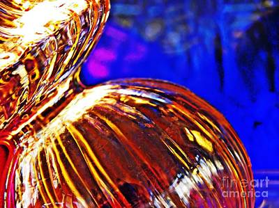 Photograph - Glass Abstract 566 by Sarah Loft