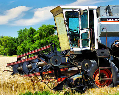 Gleaners Photograph - Gleaner F Combine by Bill Kesler