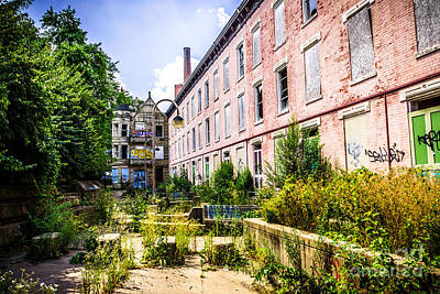 Decrepit Photograph - Glencoe-auburn Hotel In Cincinnati Picture by Paul Velgos
