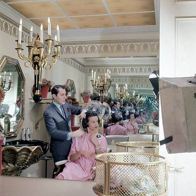 35-39 Years Photograph - Gloria Vanderbilt At The Revlon Boutique by Horst P. Horst