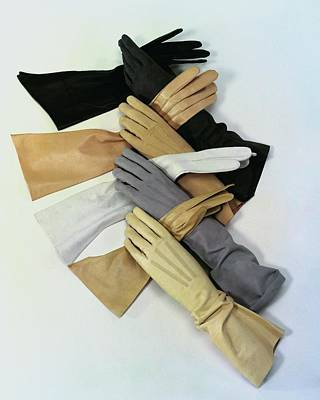 Photograph - Gloves by Erwin Blumenfeld