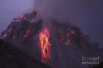 Photograph - Glowing Rerombola Lava Dome by Richard Roscoe