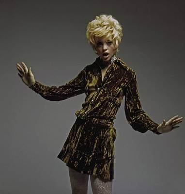 Photograph - Goldie Hawn Wearing Weber Originals by Bert Stern