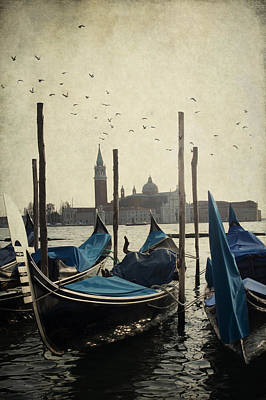 Photograph - Gondala In Venice by Ethiriel  Photography