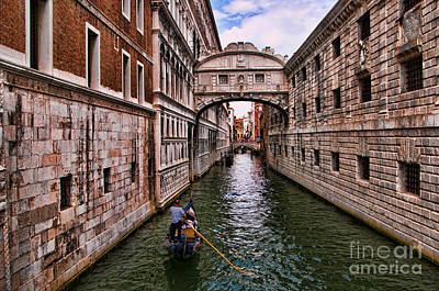 Photograph - Gondola Approaching Bridge Of Sighs by Brenda Kean