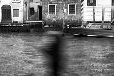 Photograph - Gondolier In Motion by John Rizzuto