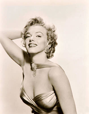 Marilyn Monroe Photograph - Marilyn Monroe Knows How To Pose by Retro Images Archive