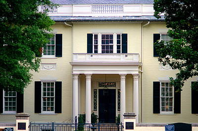 Art Print featuring the photograph Va Govenors Mansion Richmond Va by Suzanne Powers