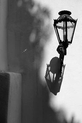 Photograph - Governor's Palace Courtyard Lantern 3 Bw by Mary Bedy