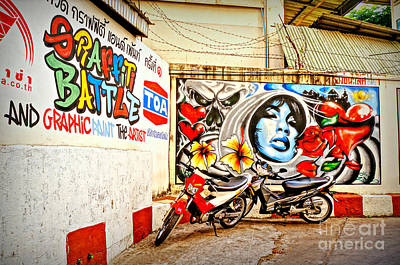 Photograph - Graffiti Battle by Ian Gledhill