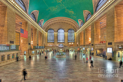 Photograph - Grand Central Terminal IIi by Clarence Holmes