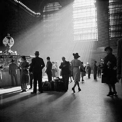 Concourse Photograph - Grand Central Terminal, New York City by Science Source