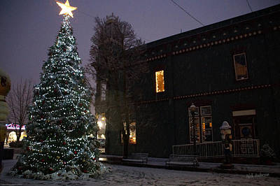 Grants Pass Town Center Christmas Tree Art Print by Mick Anderson