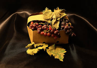Deciduous Woody Vines Photograph - Grape In Basket by Viktor Savchenko