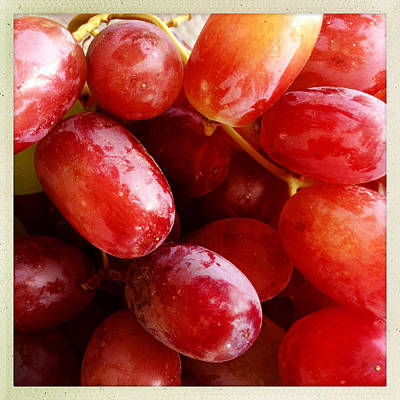 Grapes Art Print by Les Cunliffe