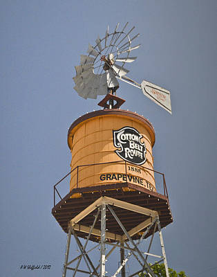 Photograph - Grapevine Texas Watertower by Allen Sheffield