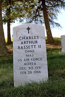 Test Pilot Wall Art - Photograph - Grave Of Charles Bassett by Peter Bassett/science Photo Library